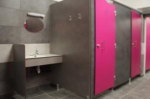 dousches/lavabos au bloc sanitaire