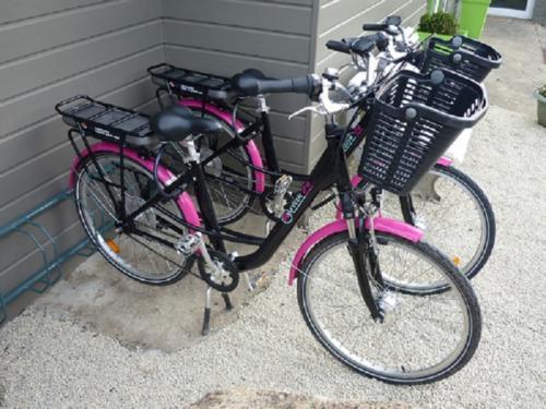 Vélos électriques et barbecues en supplément